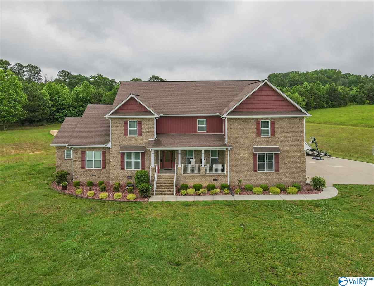 Photo of home for sale at 317 Bridle Ridge Road, Albertville AL