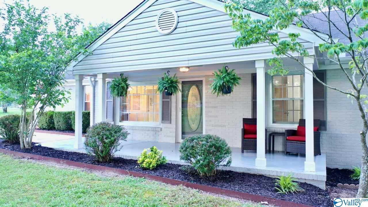 Photo of home for sale at 1009 Nance Ford Road, Hartselle AL