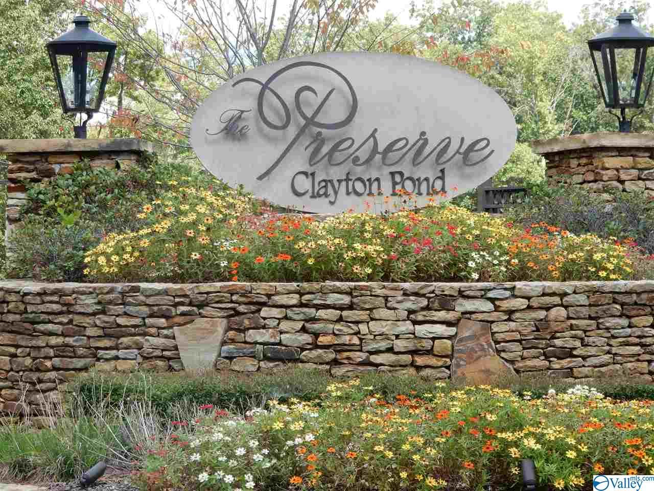 Photo of home for sale at 19 Autumn Glory Lane, Huntsville AL