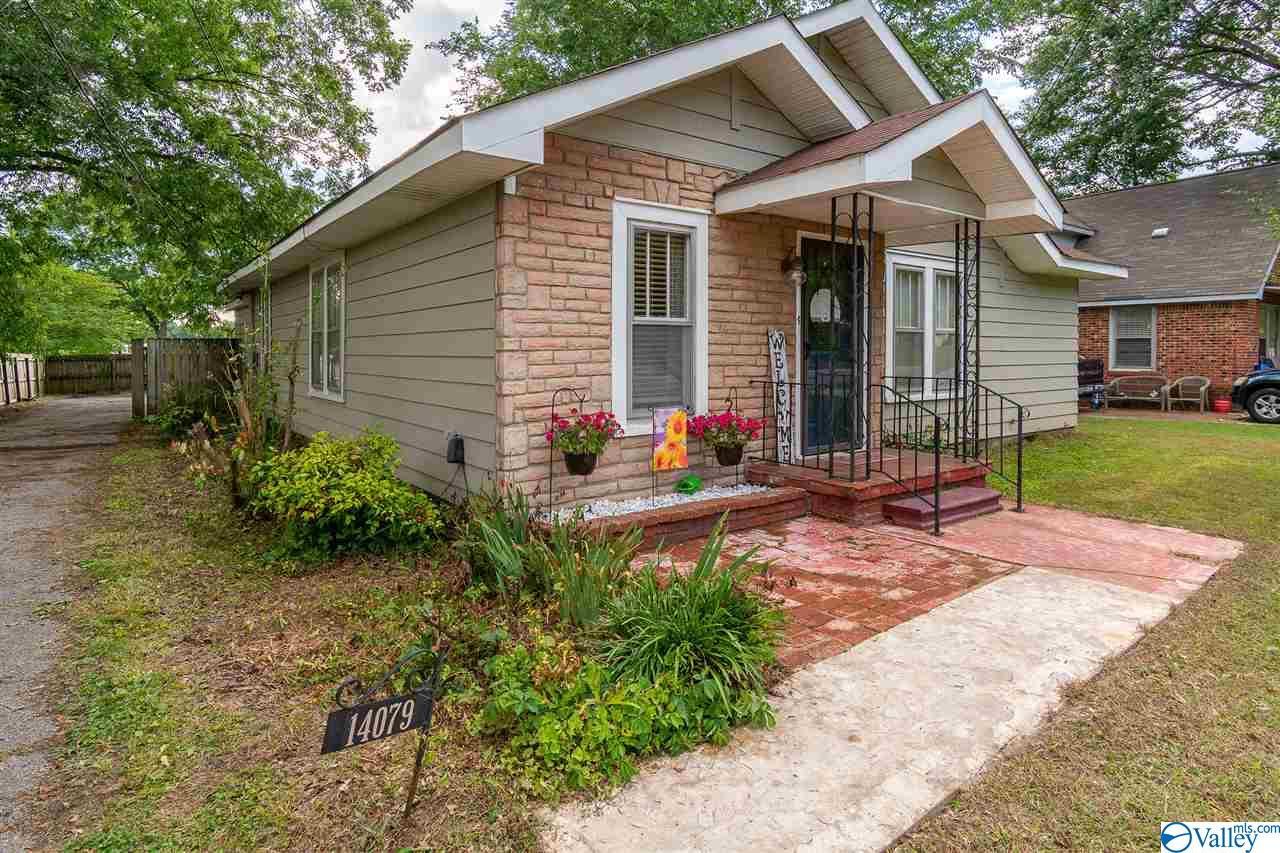 Photo of home for sale at 14079 Market Street, Moulton AL