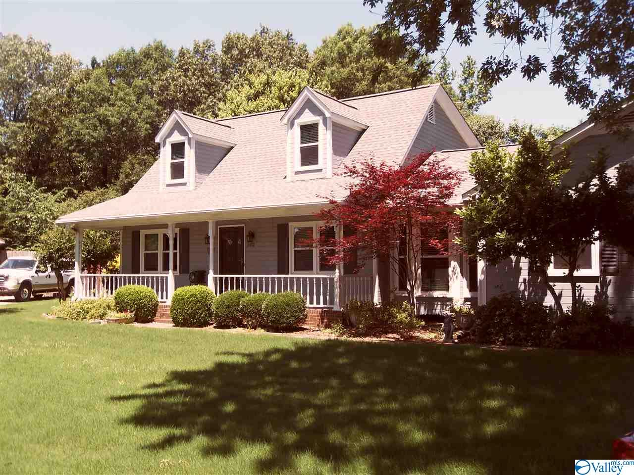 Photo of home for sale at 2602 Sherwood Oaks Court, Decatur AL