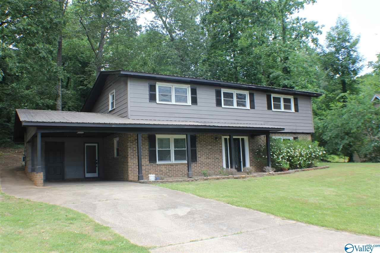 Photo of home for sale at 1806 Becky Lane, Scottsboro AL