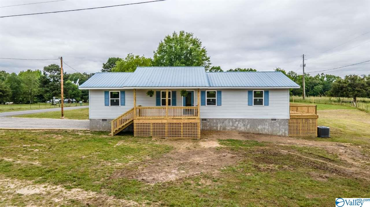 Photo of home for sale at 6785 County Road 121, Fort Payne AL