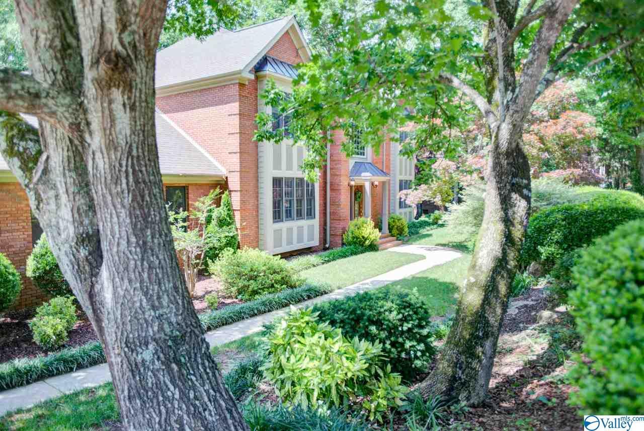Photo of home for sale at 1524 Chandler Road, Huntsville AL