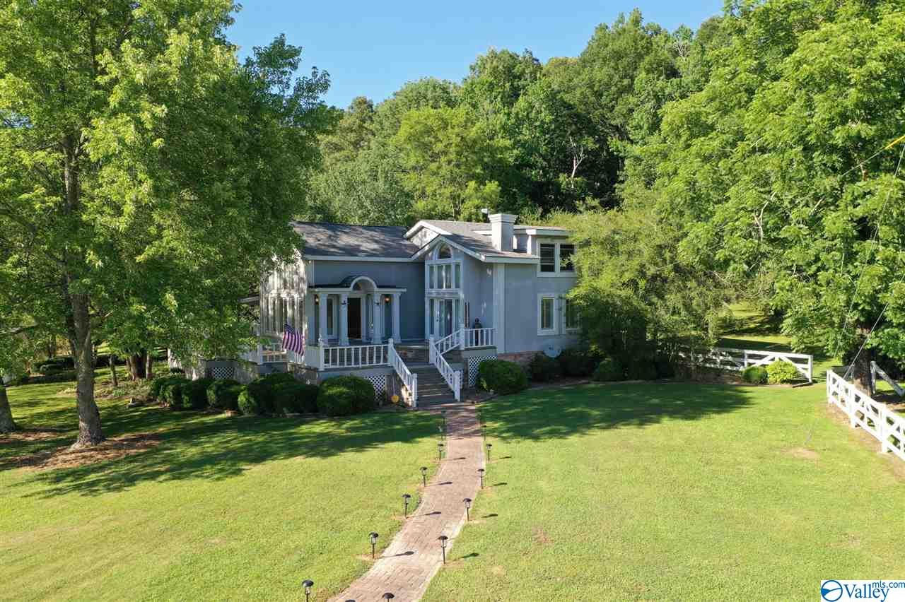 Photo of home for sale at 136 Crawford Road, Baileyton AL