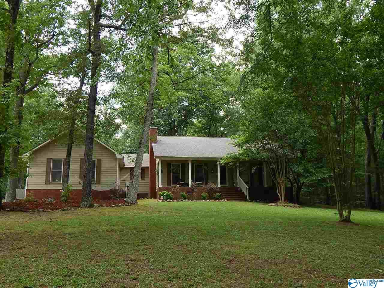 Photo of home for sale at 5016 Shirley Street, Guntersville AL