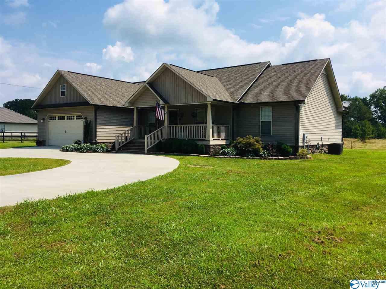 Photo of home for sale at 1284 Union Grove Road, Guntersville AL
