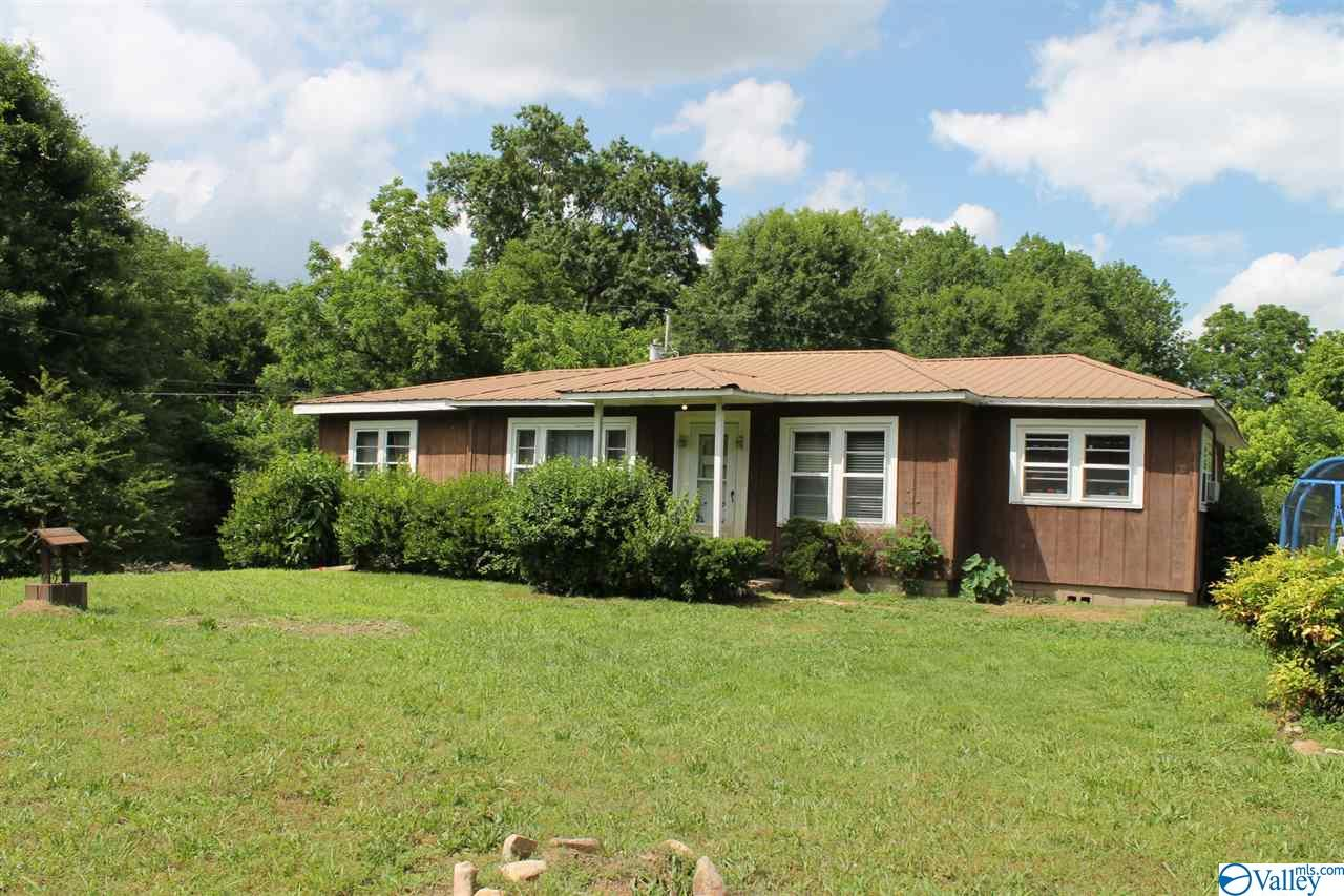 Photo of home for sale at 1184 County Road 835, Fort Payne AL