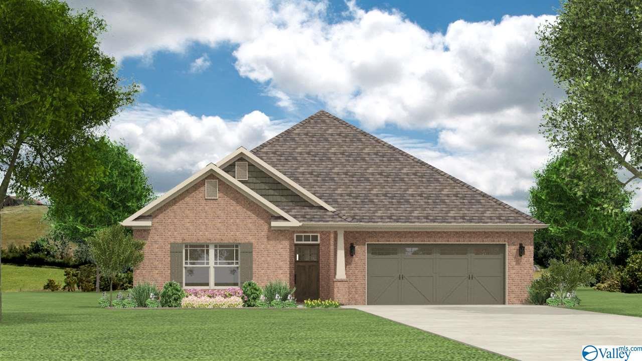 Photo of home for sale at 198 Kingswood Drive, Huntsville AL