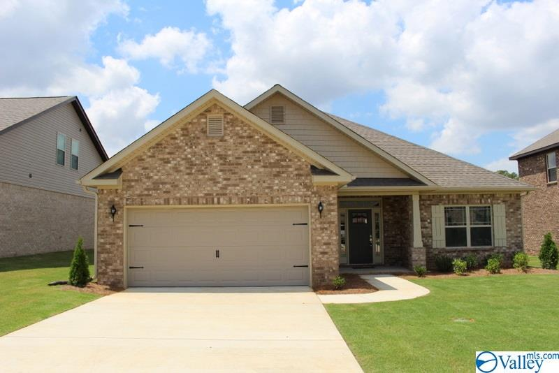 Photo of home for sale at 127 Saddle Street, New Market AL