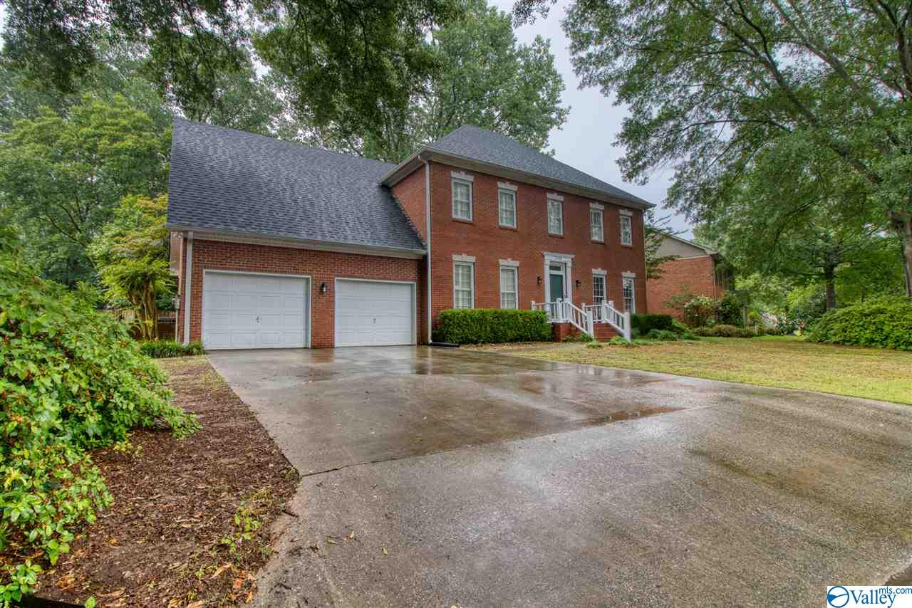 Photo of home for sale at 2408 Huntington Lane, Decatur AL