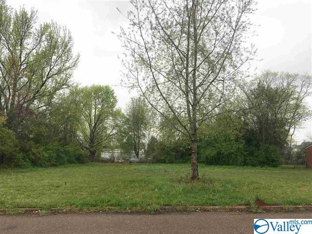 Photo of home for sale at 4008 Marie Avenue, Huntsville AL