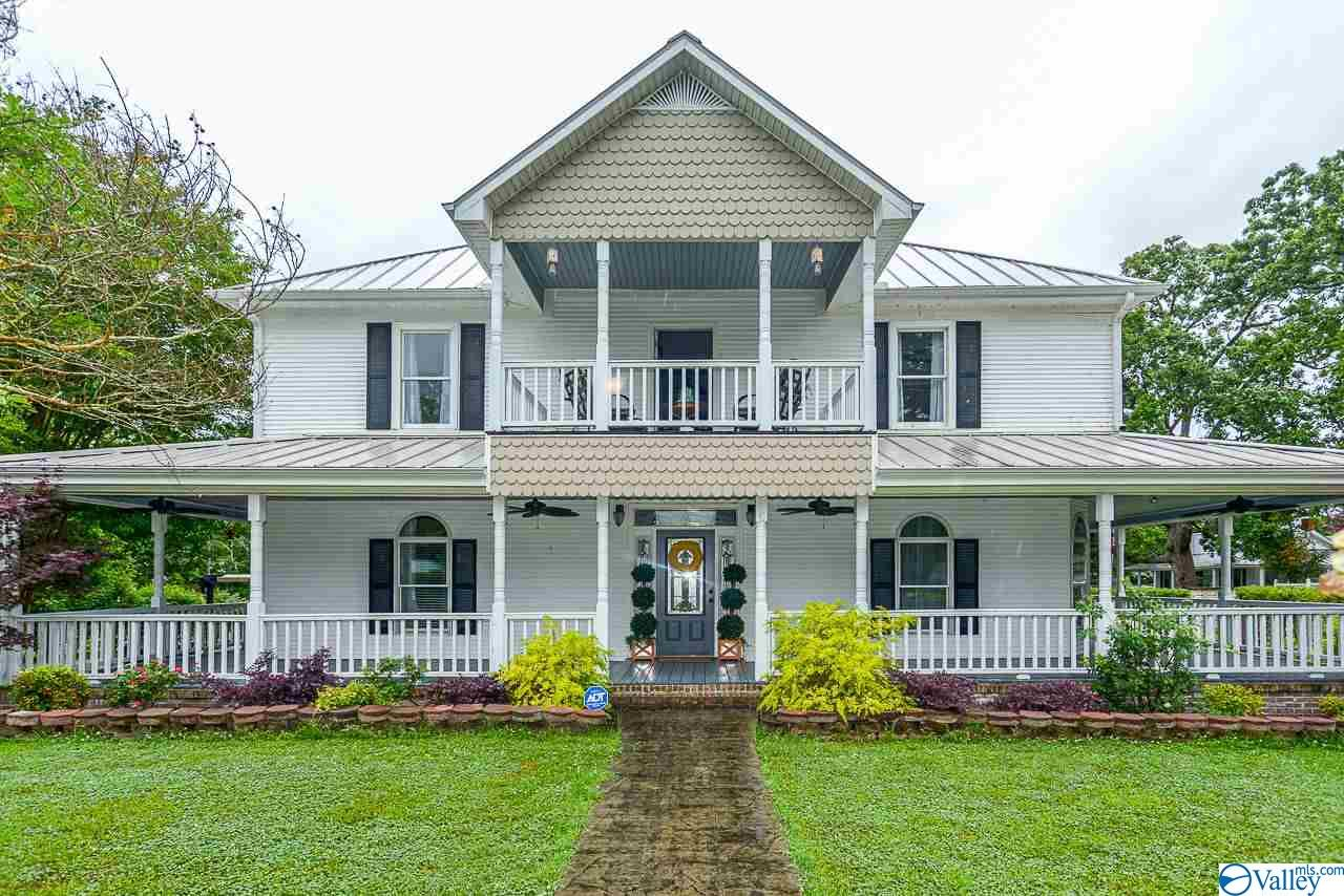 Photo of home for sale at 1354 Lovett Street, Town Creek AL