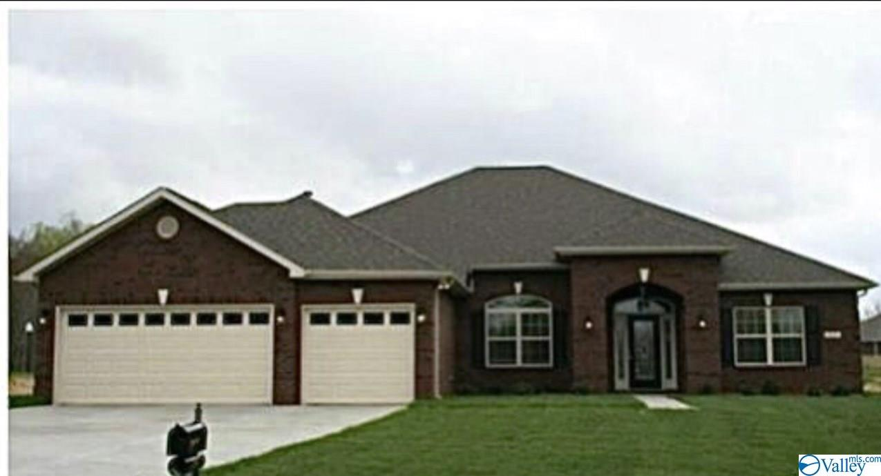 Photo of home for sale at 16151 Bruton Drive, Harvest AL