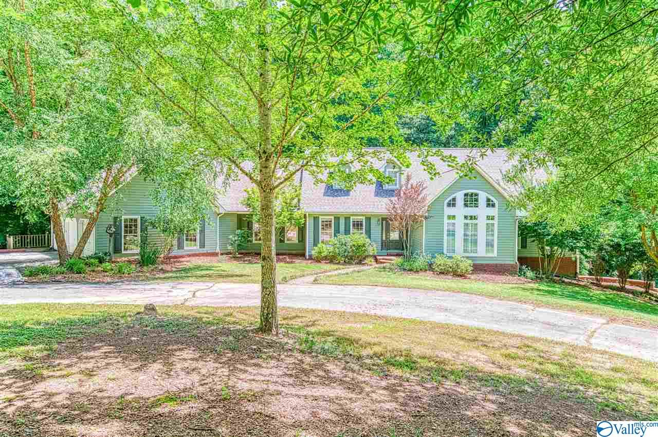 Photo of home for sale at 262 Crystal Springs Drive, Florence AL
