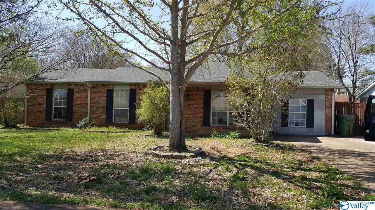 Photo of home for sale at 3604 Conger Road, Huntsville AL