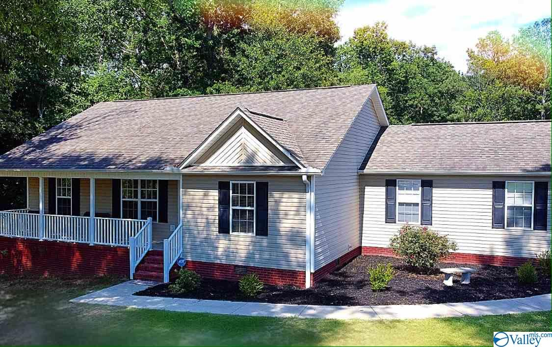 Photo of home for sale at 157 Temple Crossing, Arab AL