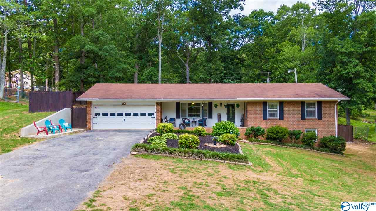 Photo of home for sale at 3008 Forest Avenue, Fort Payne AL