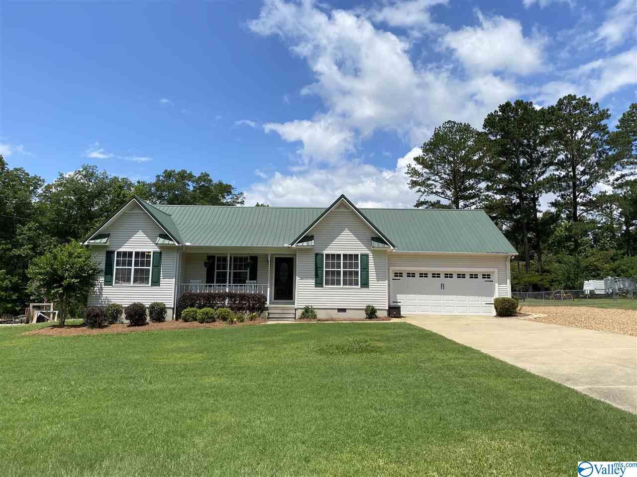 Photo of home for sale at 6120 River Oak Drive, Southside AL