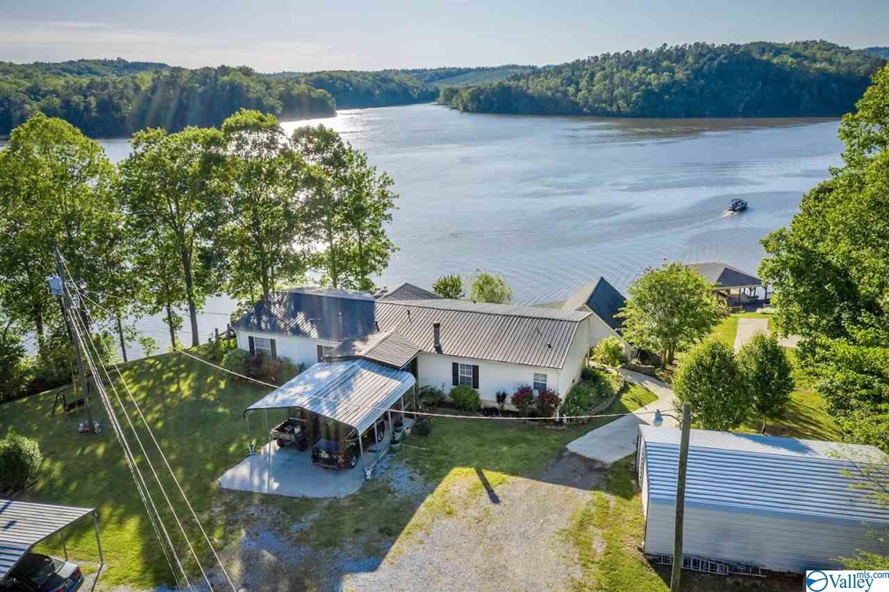 Photo of home for sale at 1897 Mohawk Cliff Road, Ohatchee AL