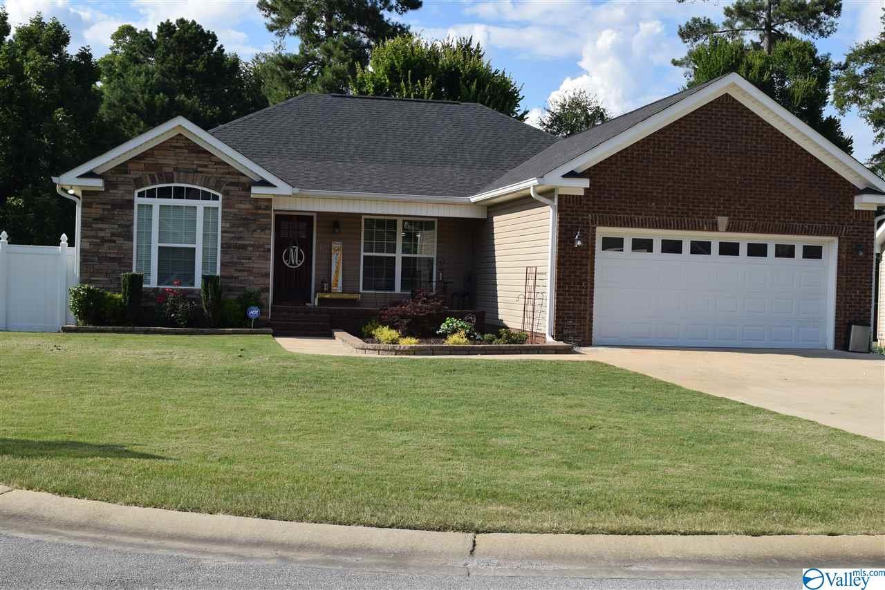 Photo of home for sale at 106 Victoria Lane, Rainbow City AL