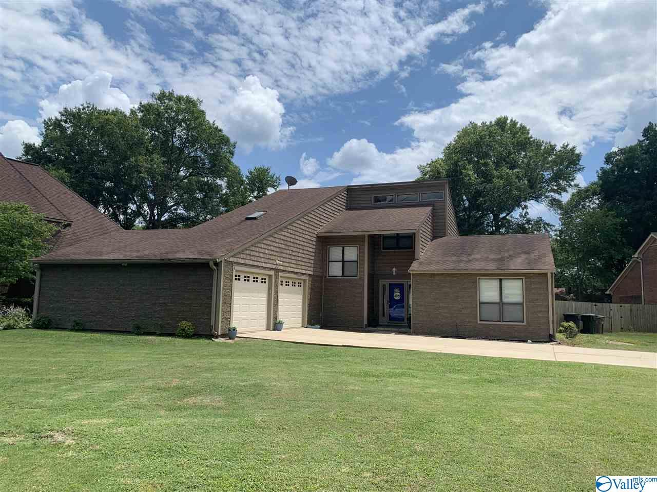 Photo of home for sale at 1319 Regency Blvd, Decatur AL