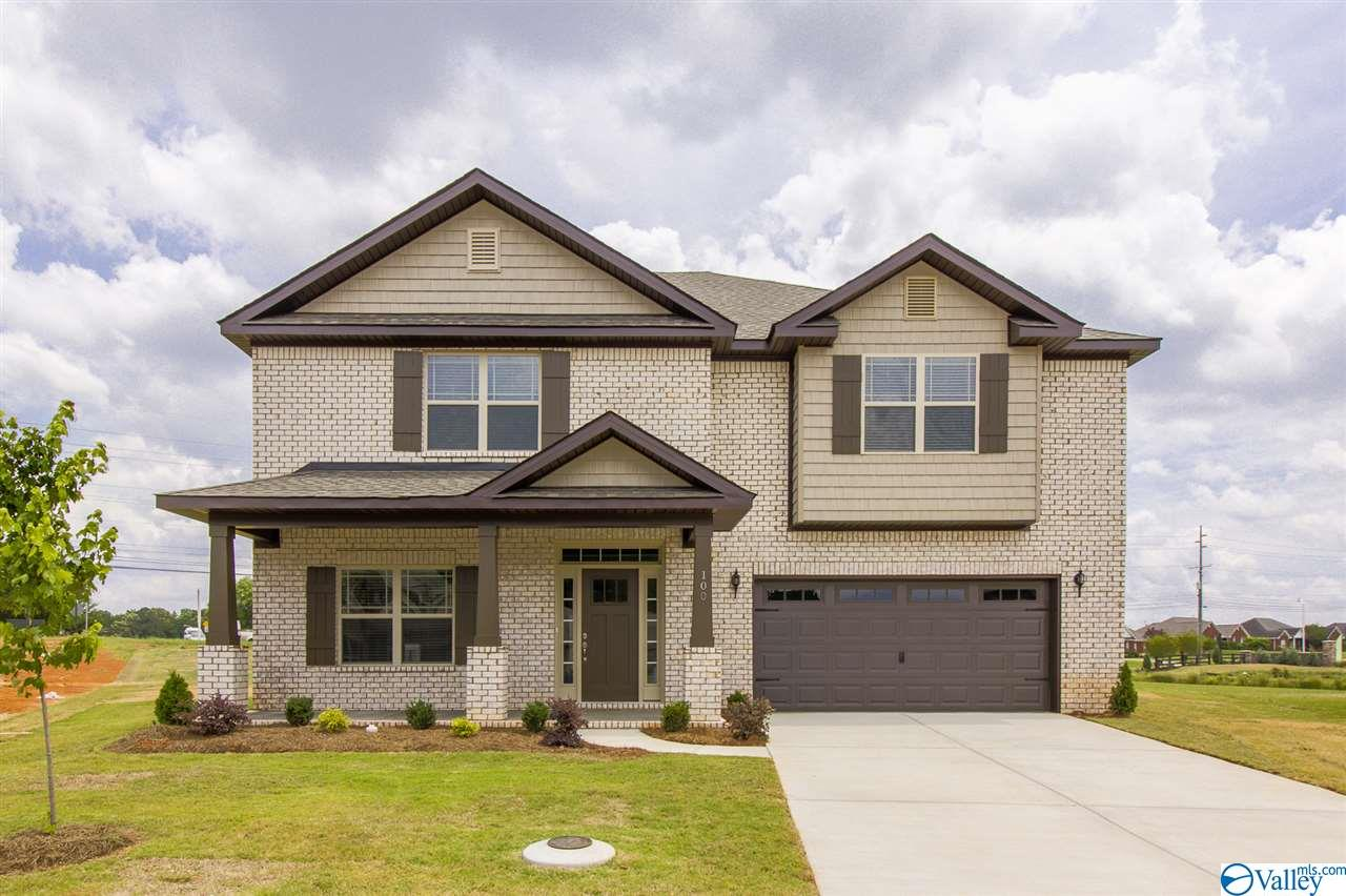 Photo of home for sale at 310 Jubilee Circle, Huntsville AL