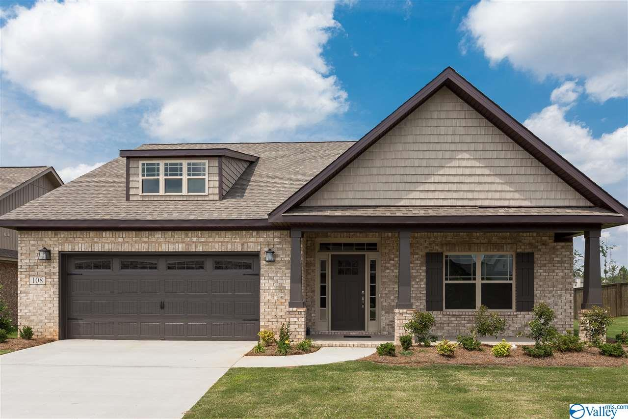 Photo of home for sale at 201 Jubilee Circle, Huntsville AL