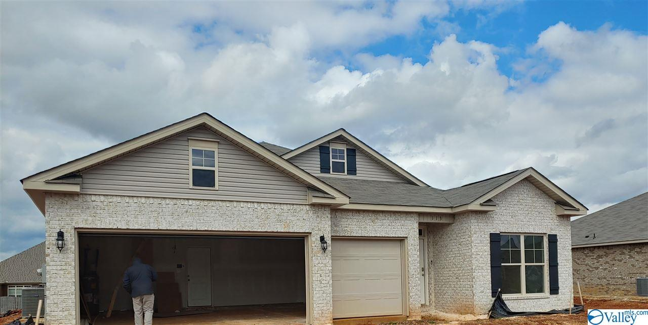 Photo of home for sale at 122 Creek Ridge Drive, Meridianville AL