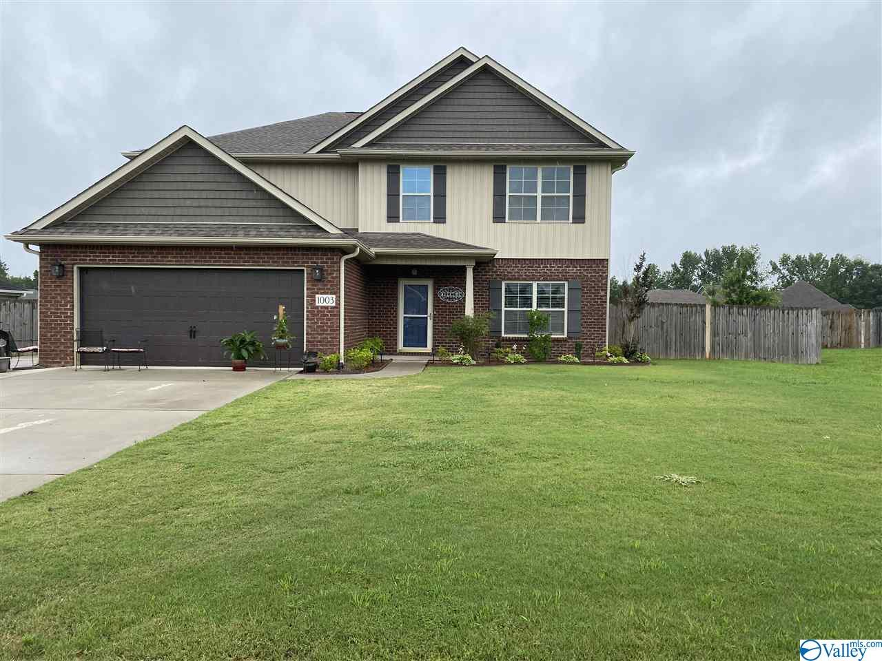 Photo of home for sale at 1003 Emerald  Way, Hartselle AL