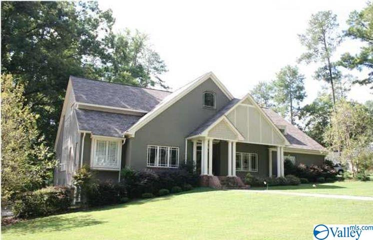 Photo of home for sale at 211 Alpine View, Gadsden AL