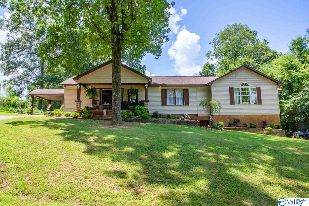 Photo of home for sale at 983 Rube Robinson Road, Huntsville AL