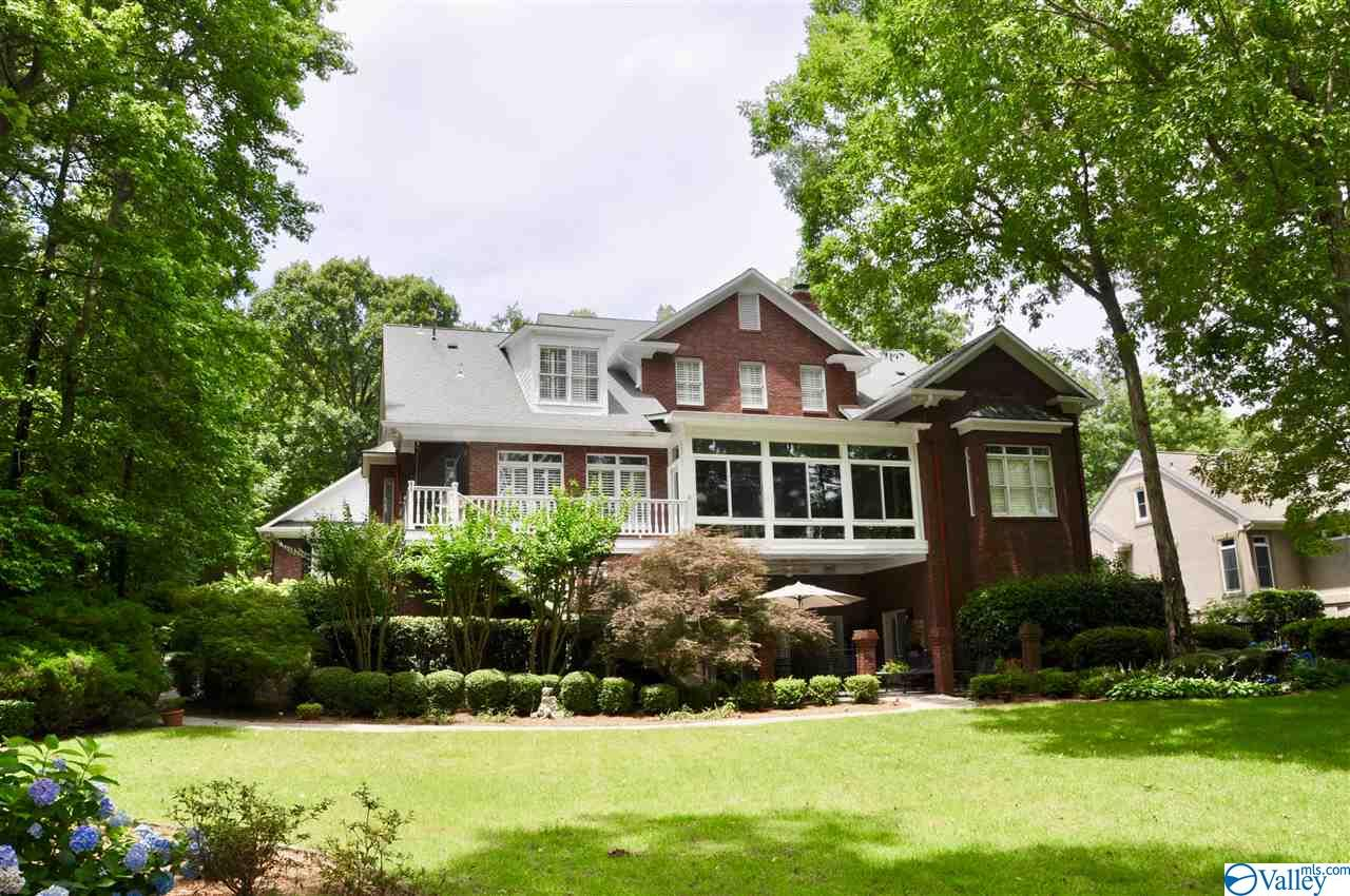 Photo of home for sale at 401 Timberlake Drive, Union Grove AL