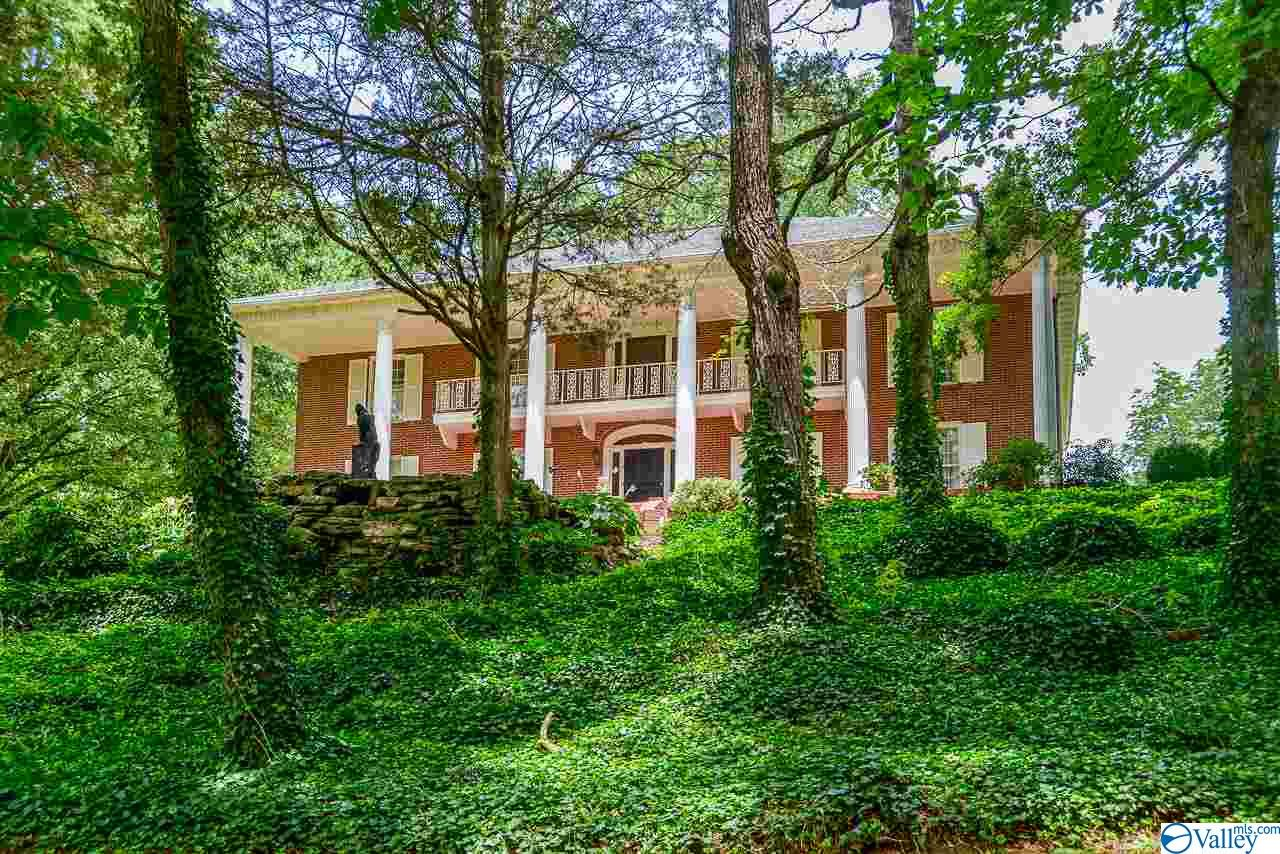 Photo of home for sale at 1301 Vaughn Bridge Road, Hartselle AL