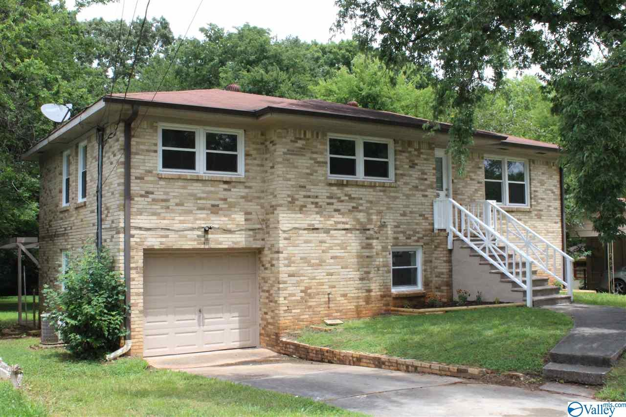 Photo of home for sale at 4626 Broadmeadow Lane, Huntsville AL