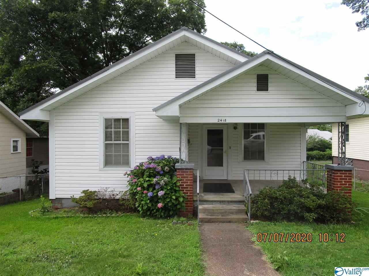 Photo of home for sale at 2418 Lookout Avenue, Gadsden AL