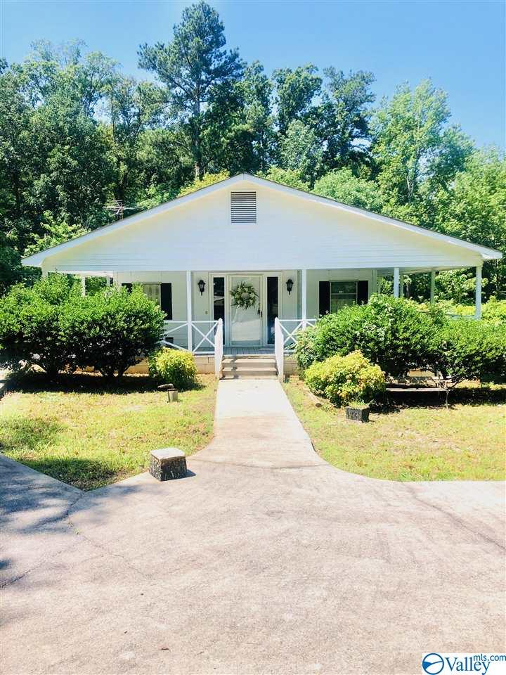 Photo of home for sale at 348 Autumnwood Trail, Decatur AL