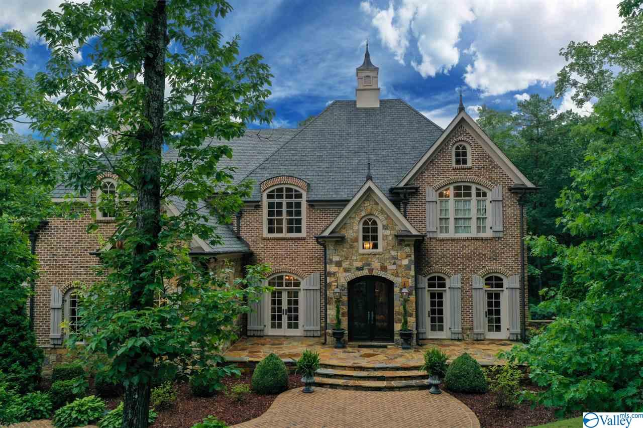 Photo of home for sale at 70 Pinnacle Point, Union Grove AL