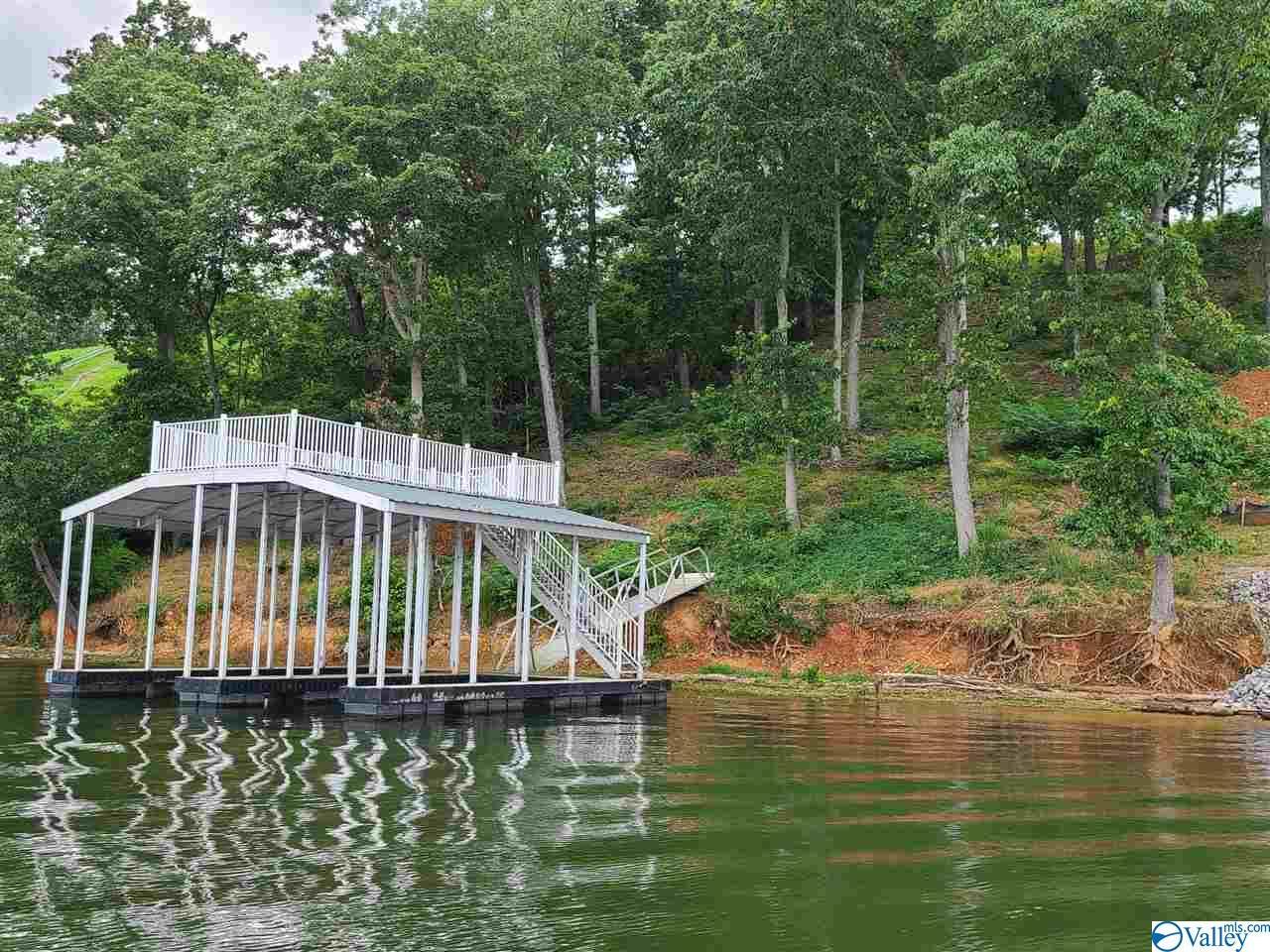 Photo of home for sale at 929 Monte Sano Drive, Scottsboro AL