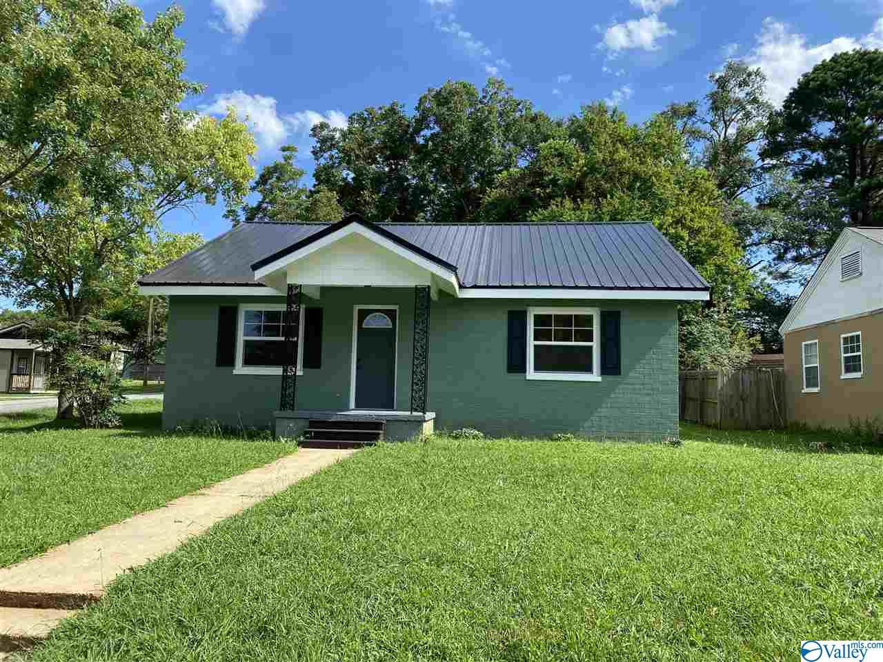 Photo of home for sale at 909 College Street, Moulton AL