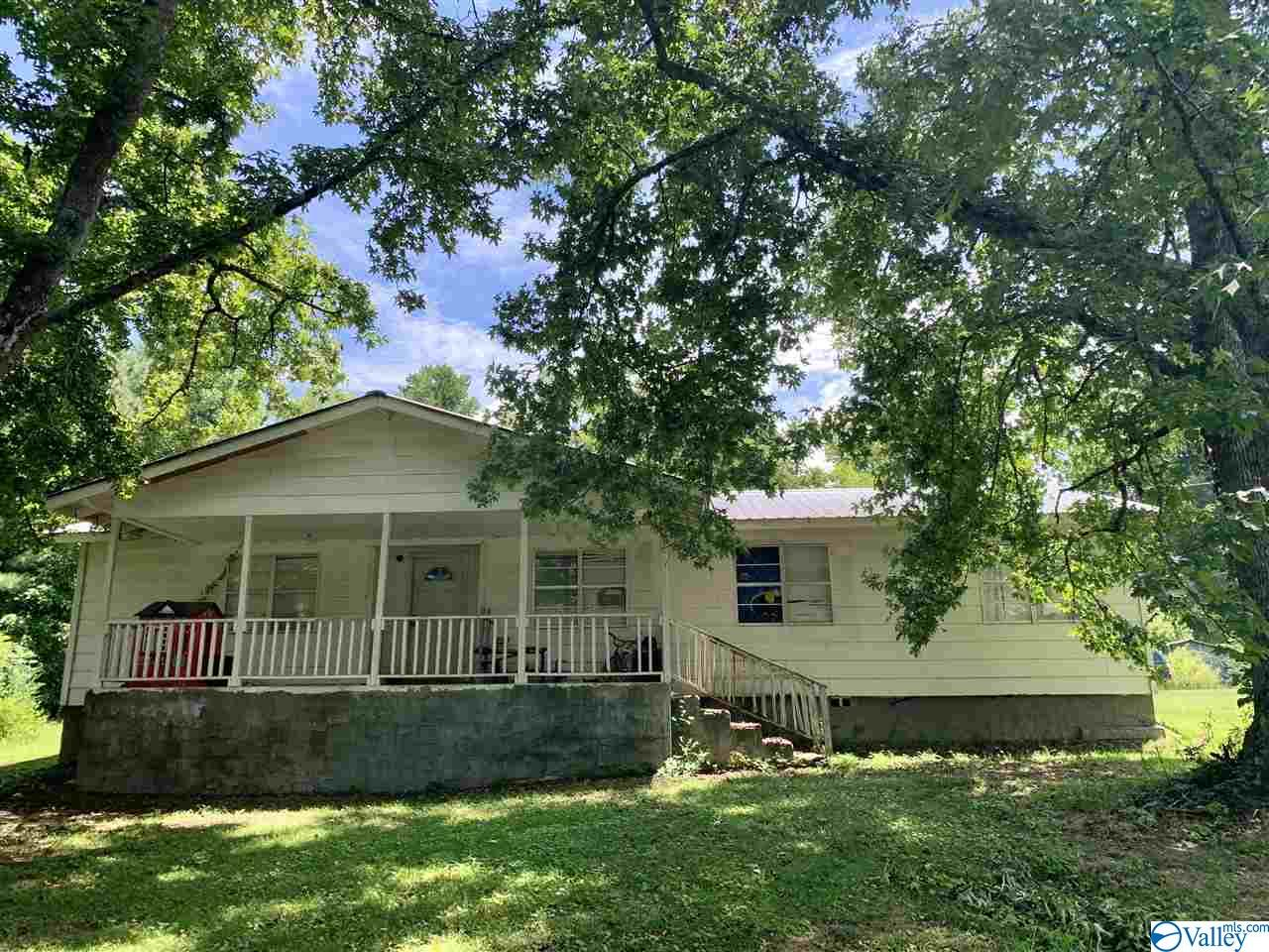 Photo of home for sale at 144 Thomas Road, Altoona AL