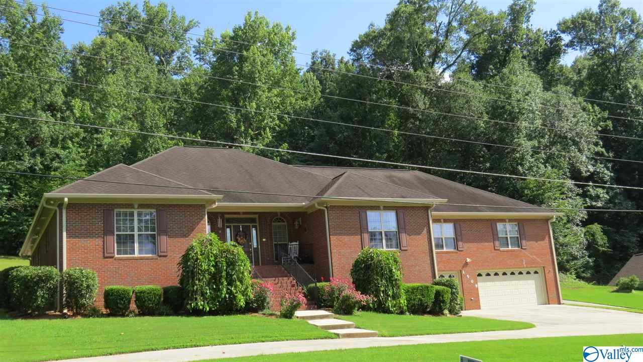 Photo of home for sale at 1509 Wyeth Drive, Guntersville AL