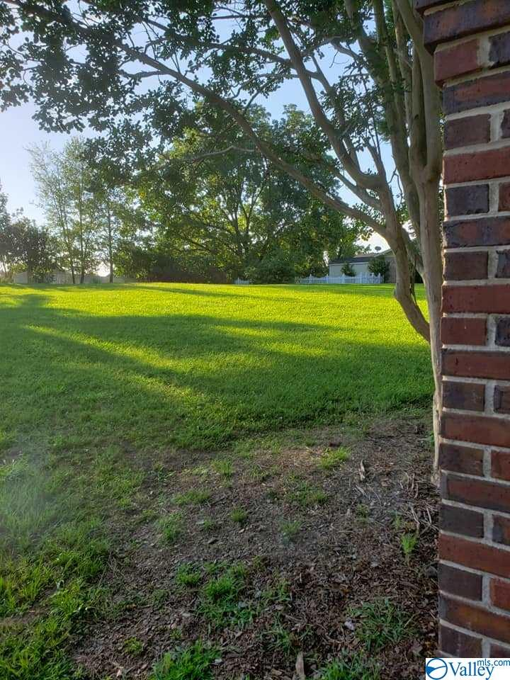 Photo of home for sale at Fox Chase Drive, Arab AL
