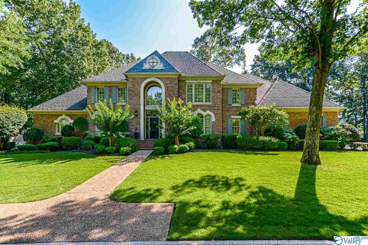 Photo of home for sale at 1535 Blackhall Lane, Decatur AL