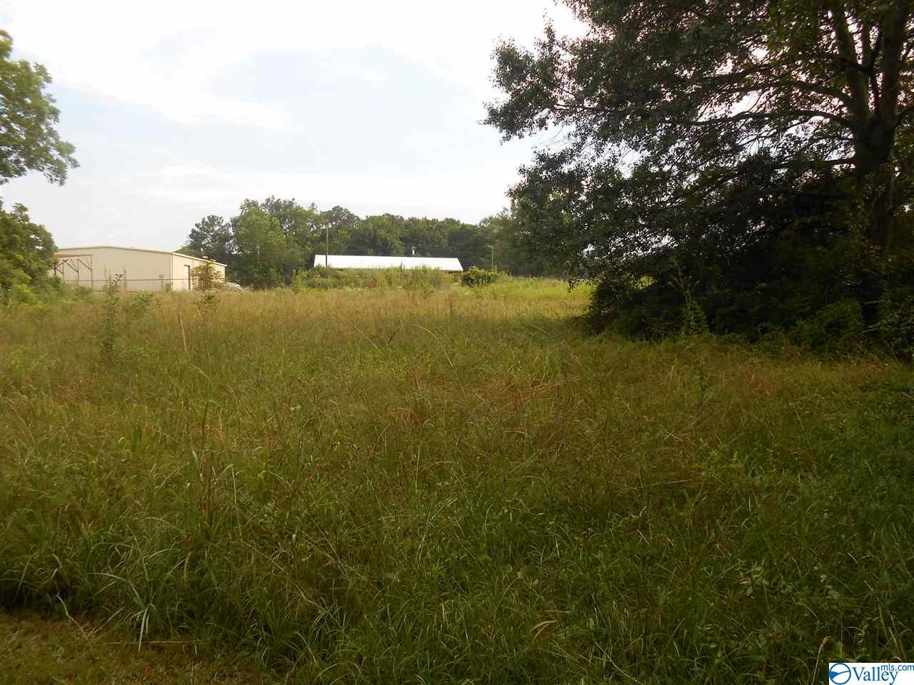 Photo of home for sale at 504 Willow Road, Boaz AL