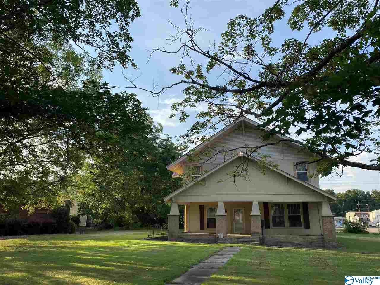 Photo of home for sale at 603 Laurel Street, Scottsboro AL