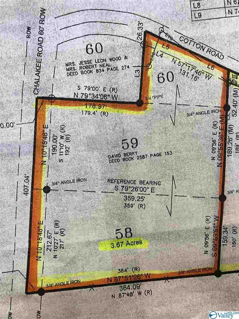 Photo of home for sale at 335 Cotton Road, Guntersville AL
