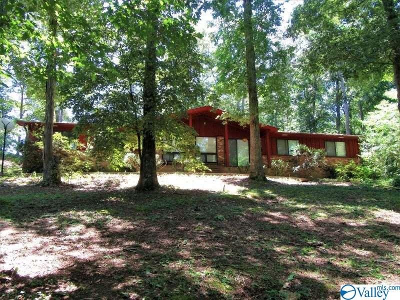 Photo of home for sale at 3919 South Chapel Hill Road, Decatur AL