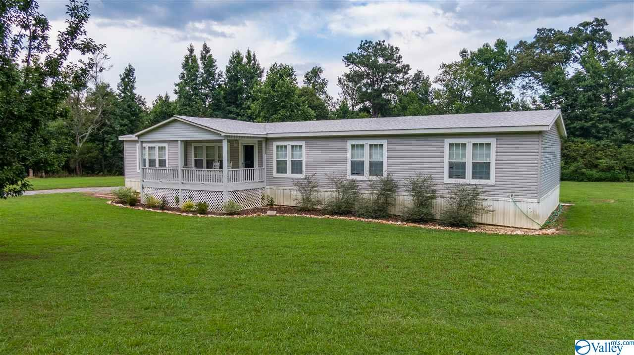 Photo of home for sale at 498 Road 1930, Crossville AL