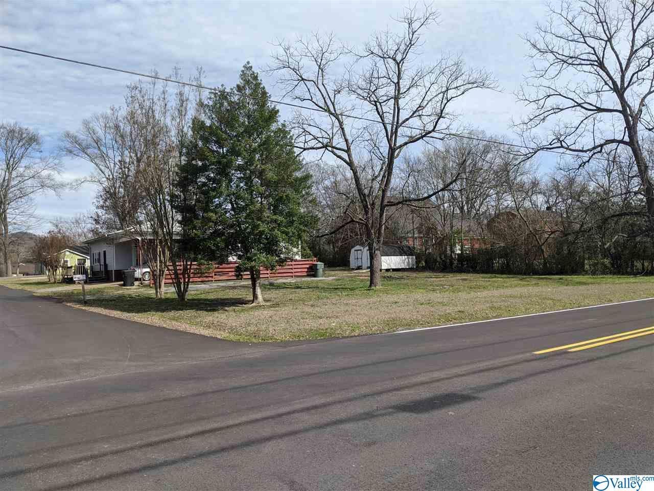 Photo of home for sale at 700 Parks Avenue, Scottsboro AL
